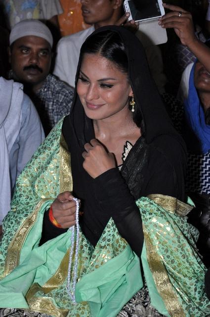 Veena Malik at Hazrat Nizamuddin Dargah Delhi