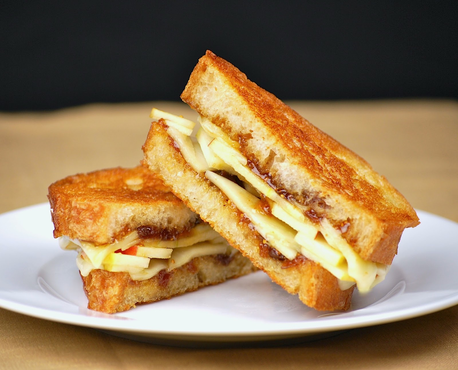 grilled_cheese_sandwich_2.jpg