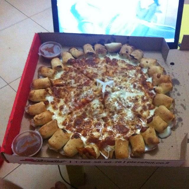 פיצת צ'יזי בייטס של פיצה האט