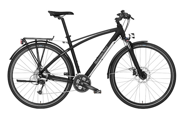 Mercedes-Benz Bikes 2013: Mercedes‑Benz Trekking Bike 29. Matt black. Exclusive Mercedes-Benz design. 73.7 cm wheels (29 inch), Frame height: M (49 cm), L (52 cm), XL (55 cm).