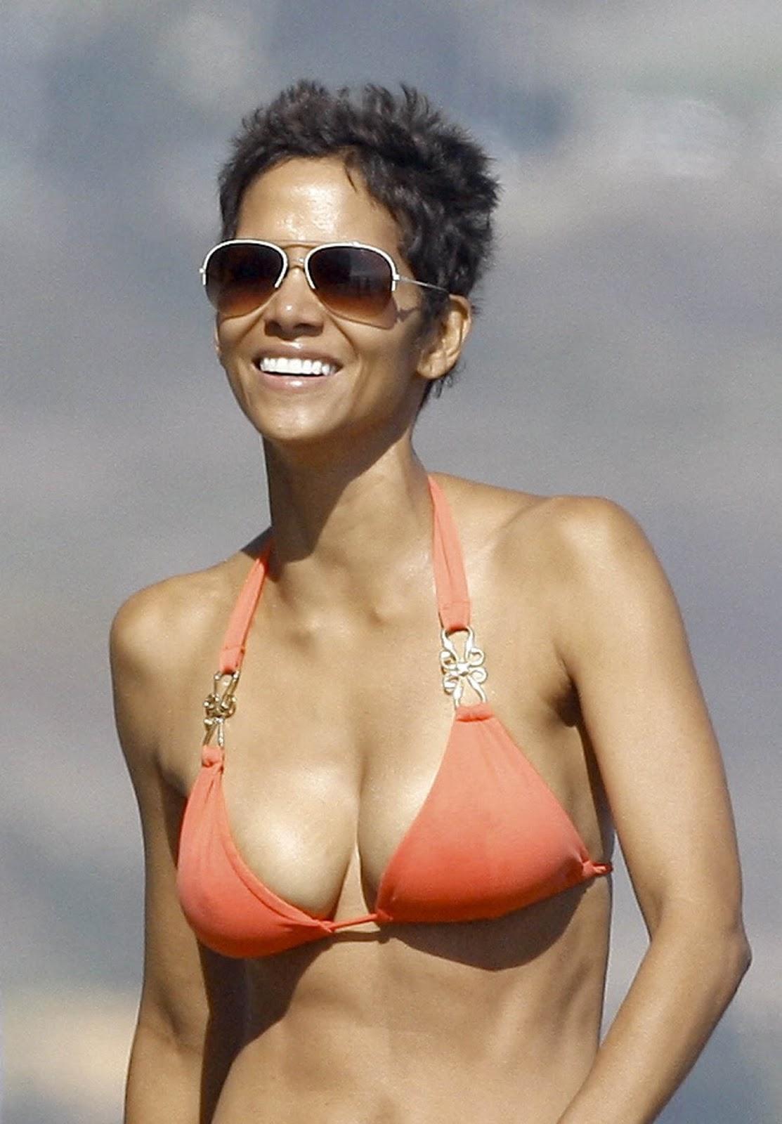 http://3.bp.blogspot.com/-cv2j-PGXyQc/UOR41-jijAI/AAAAAAAABTE/_q72KuKbXUM/s1600/Halle-Berry_bikini_candids8.jpg
