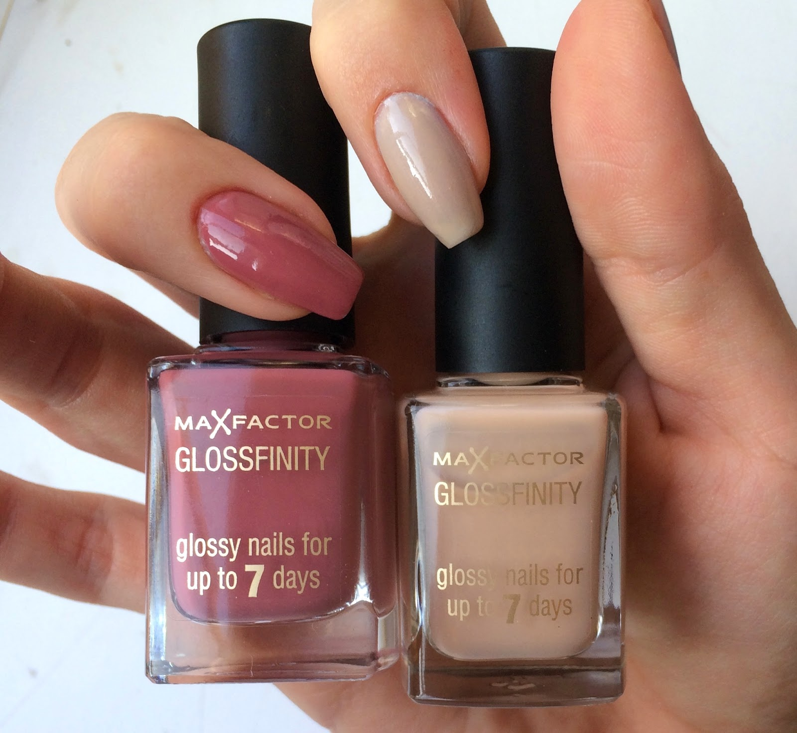 max-factor-glossfinity-candy-rose-desert-sand-on-nails-swatches