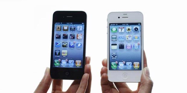 iphone 4 white. iPhone 4 White and Black