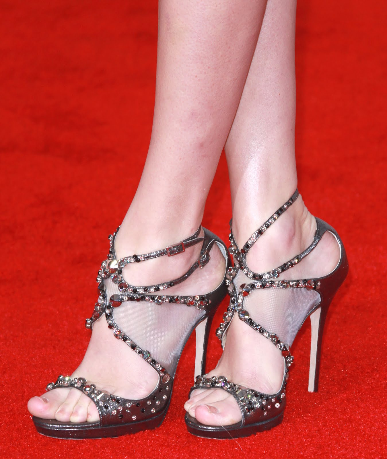 http://3.bp.blogspot.com/-cvQX2xpkbqg/UBqDBZvt7FI/AAAAAAAAAUM/vuTZIyGbfZA/s1600/Taylor_Swift_Feet_004.jpg