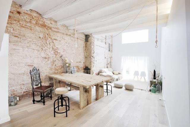 salon con pared de obra vista