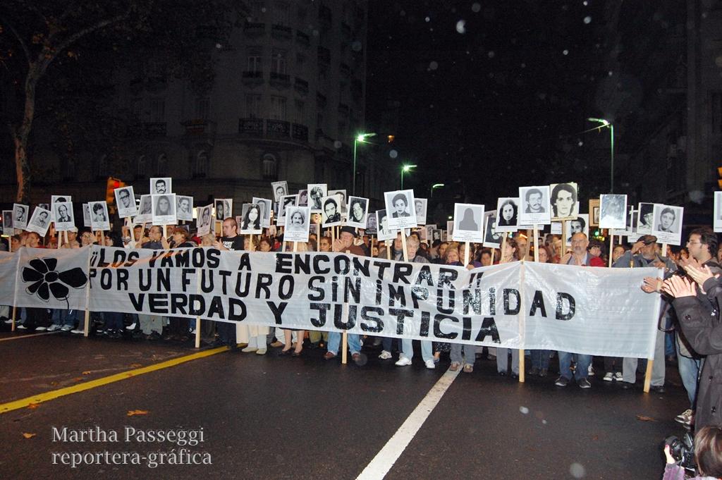 http://3.bp.blogspot.com/-cw9MRyuvvuQ/T7mqdNulLcI/AAAAAAAABnk/mWCtHXU1JbI/s1600/2012+marcha+del+silencio+357.jpg