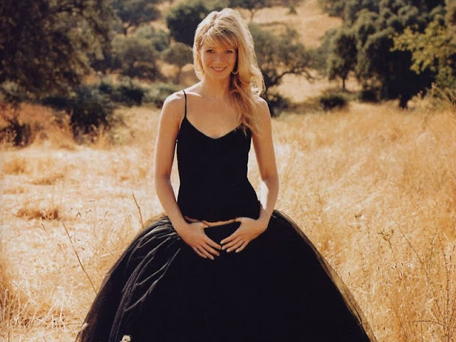 Gwyneth Paltrow lovely in black dress