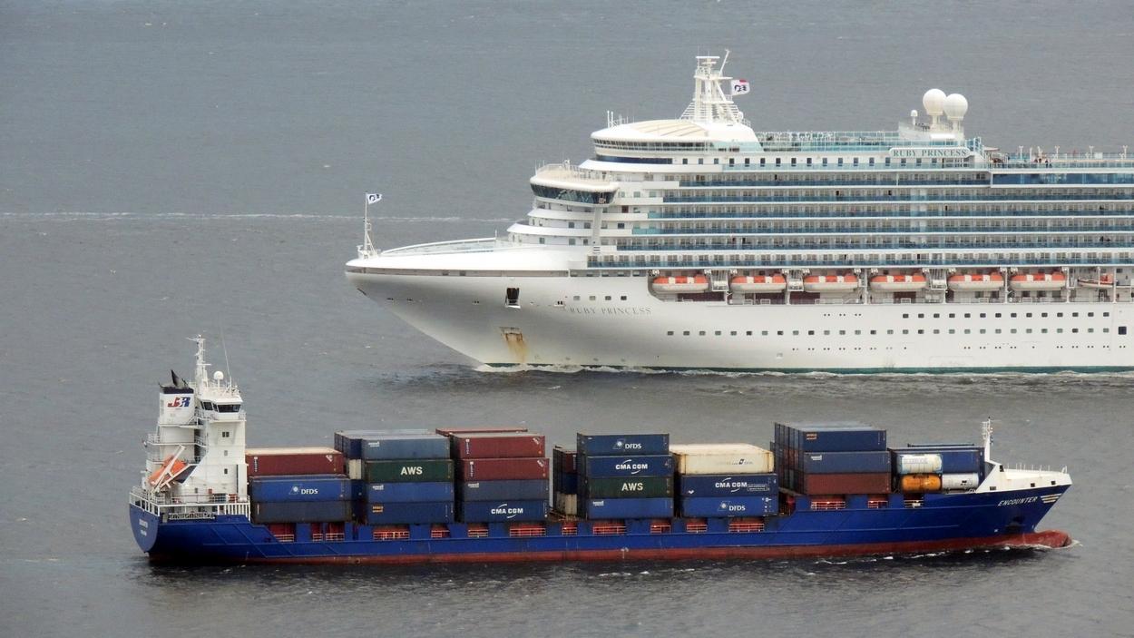 River Clyde Photography October - Cruise ships at greenock