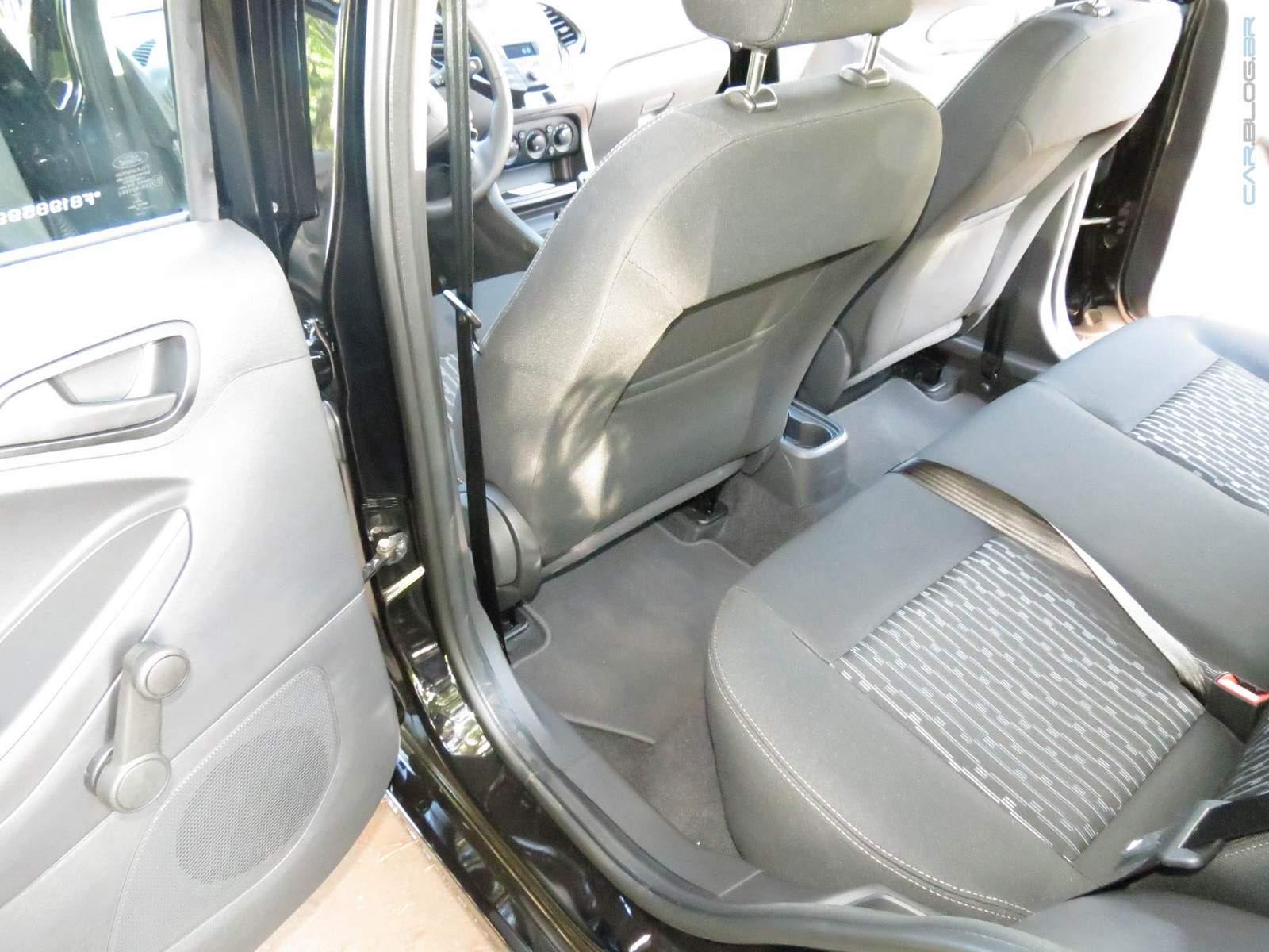 Ford Ka+ (Sedan) 1.5 2015 - teste