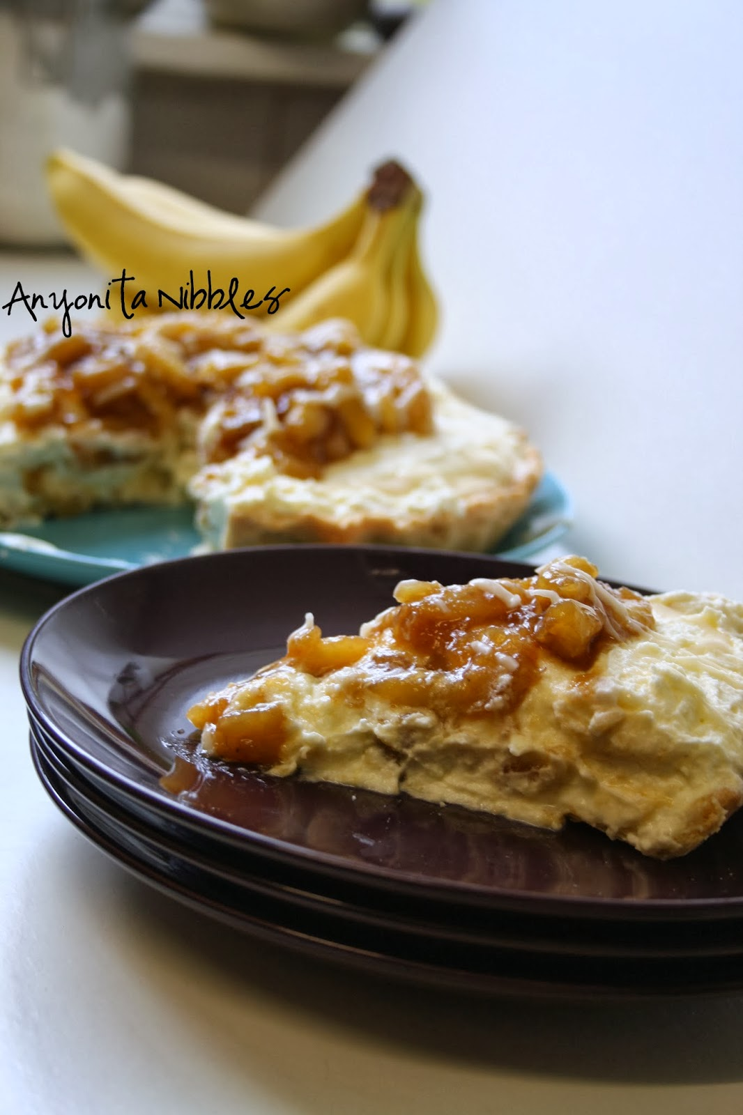 Caramelized Banana Cream Pie Recipe from www.anyonita-nibbles.co.uk