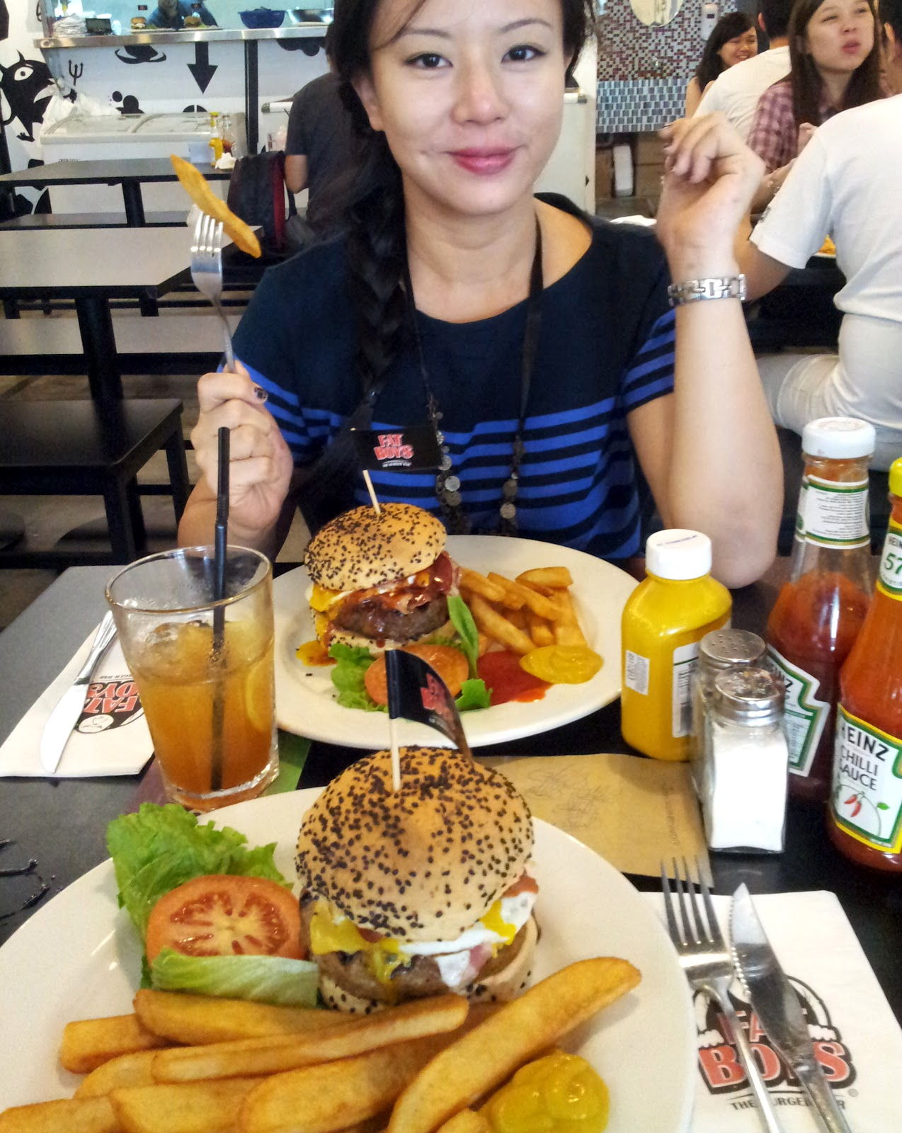 Queenie foodie chamber fatboy 39 s burger bar publika for Cuisine qweenie