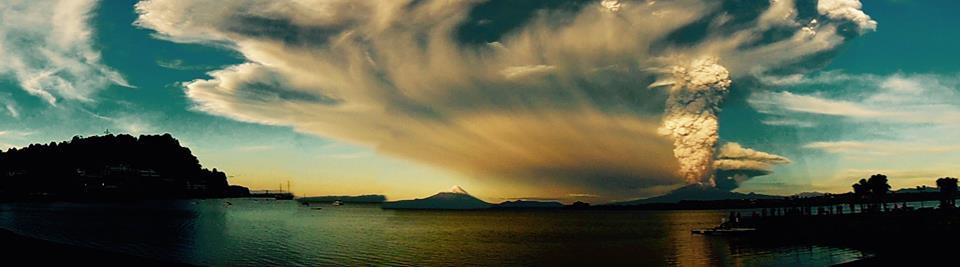 Núi lửa Calbuco phun trào ngày 22/4/2015. Tác giả : Cristian Walker Mesina.