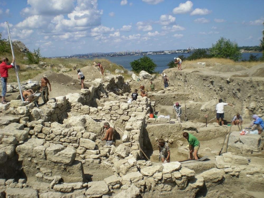 Раскопки древнего города Мирмекий