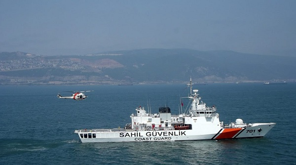 Ο «Κραταιός» εκδιώκει το σκάφος της τουρκικής Ακτοφυλακής από τις Οινούσσες - Ιδιοκτήτης αλιευτικού: «Στην θέση του ΠΝ θα το βούλιαζα» (βίντεο)