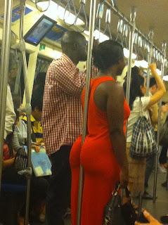 Daca nu ai de ce sa te tii in tramvai :))