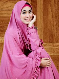 Busana Muslim Syar'i Oki Setiana Dewi
