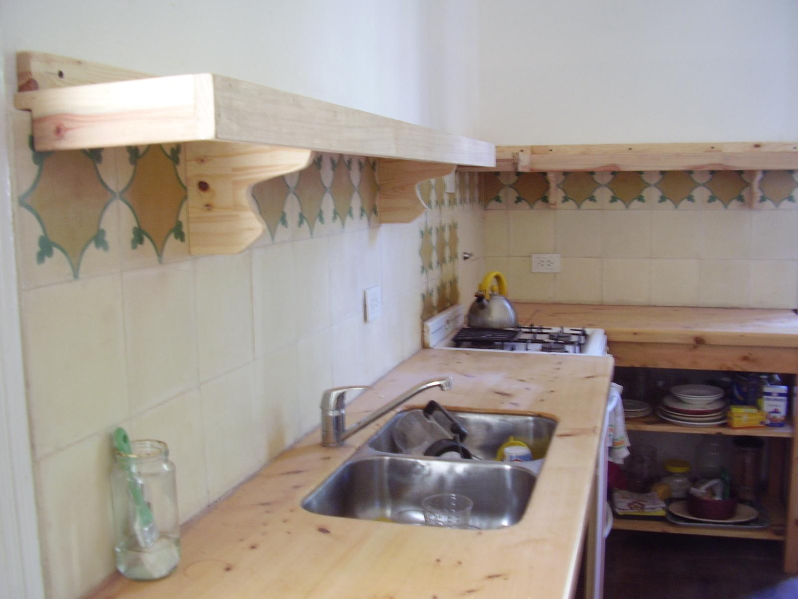 Muebles sensibles en madera estanteria de cocina en - Estanterias para cocina ...