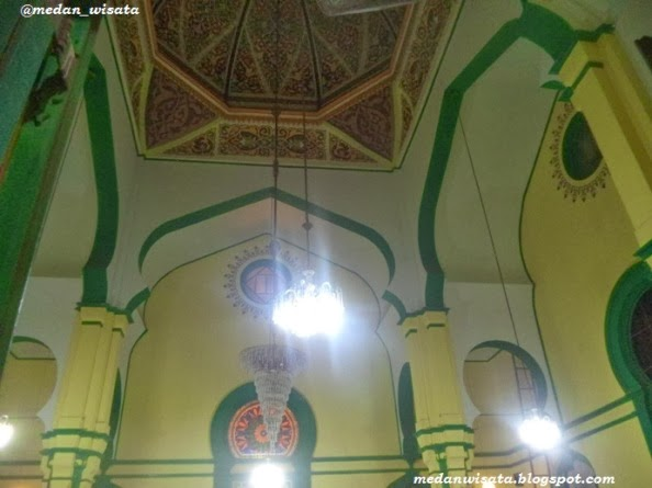 Langit-langit Masjid Al-Osmani