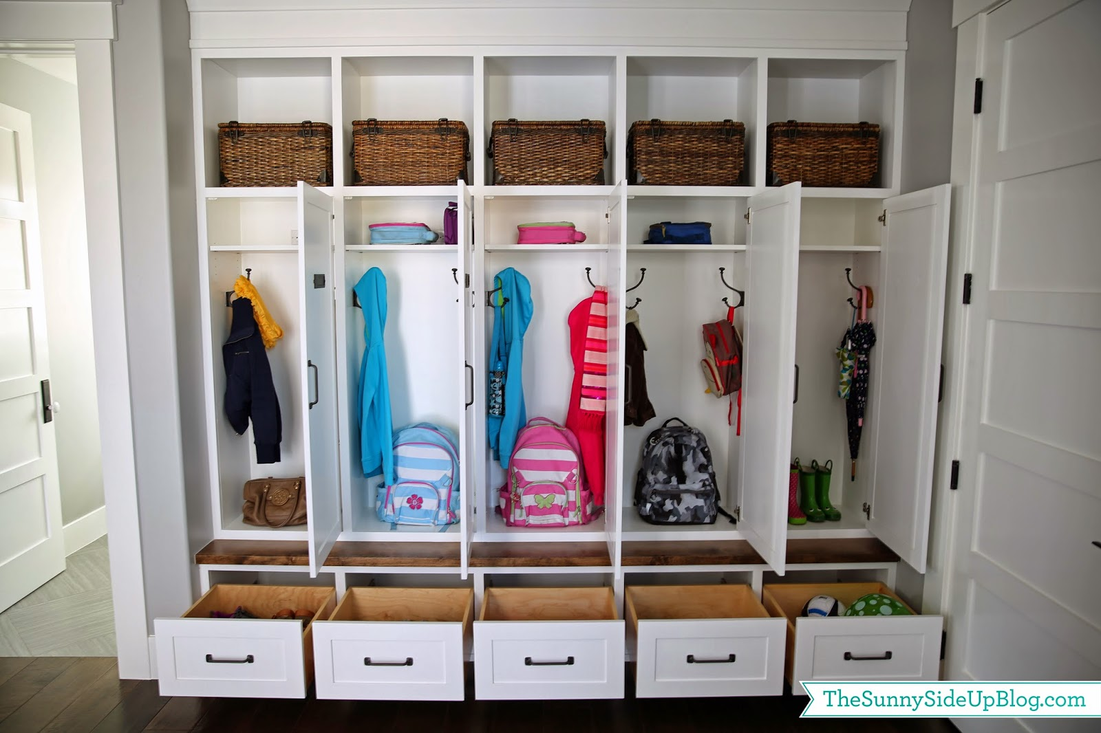 Organizing ideas for the weekend organized entry areas for Locker decorations you can make at home
