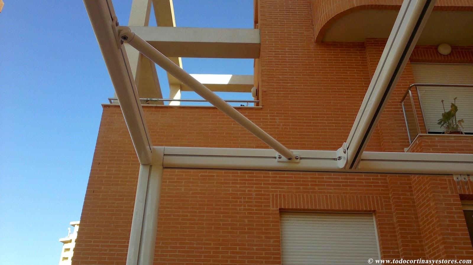 Decoracion interior cortinas verticales estores for Estructura de aluminio para toldo