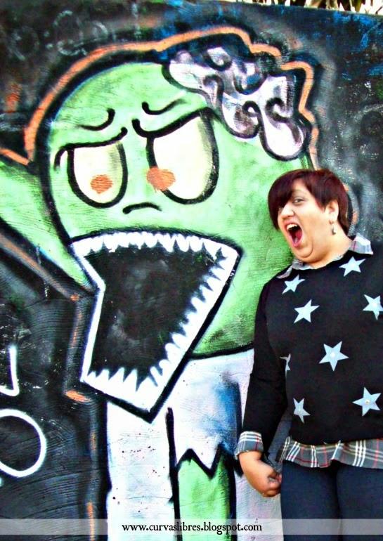 Vistendo curvas - Look estrellado: camisa escocesa, sweater con estrellas, jeggins y botas www.curvaslibres.blogspot.com