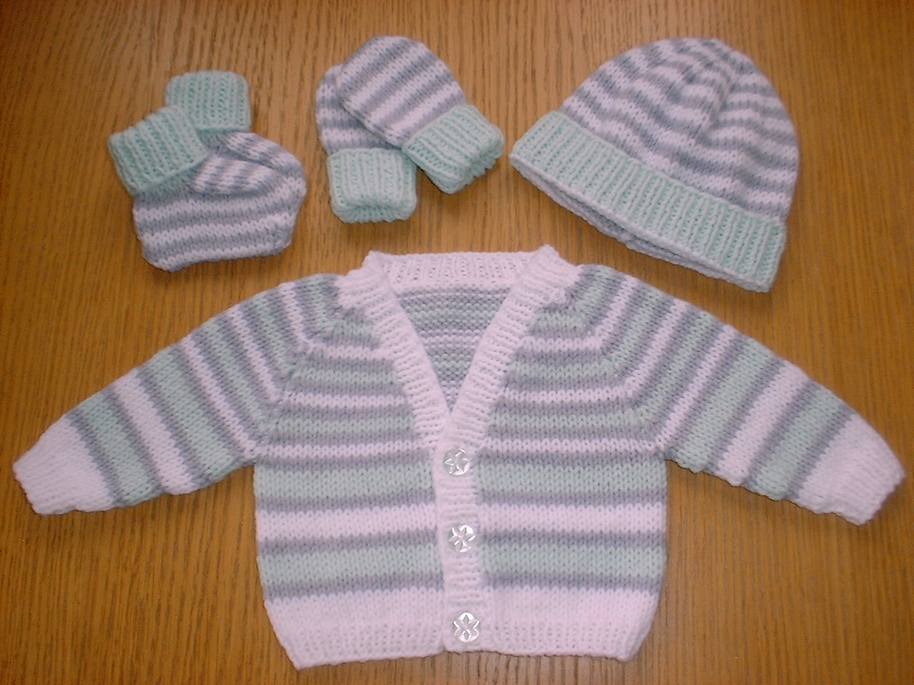 Knitting Patterns For Babies To Download : Angela Turner Designs