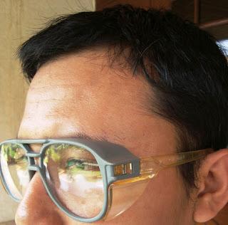 Kacamata Dengan Penahan Angin Di Sisi Kiri dan Kanan No.2