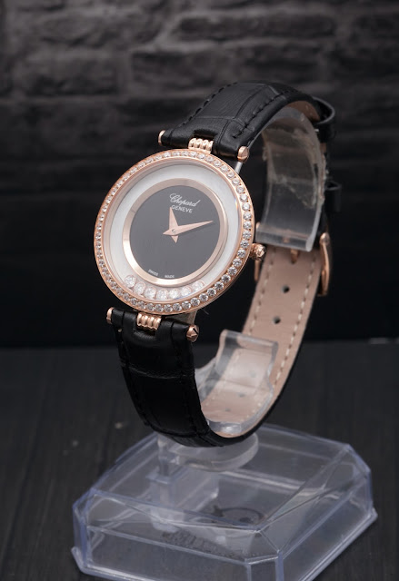 Đồng hồ nữ dây da bản to