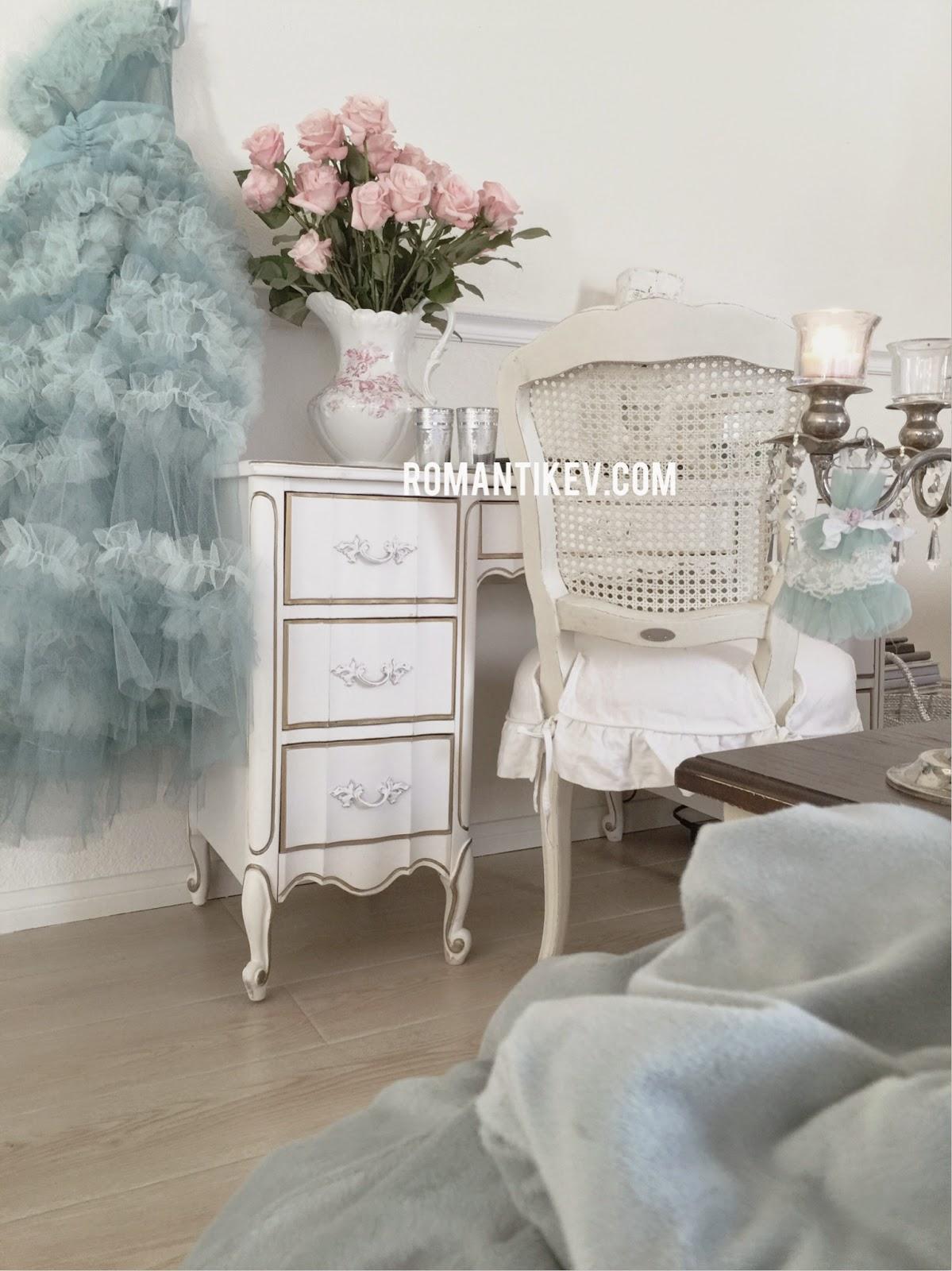 Modern stil yatak odas dekorasyon 214 rnekleri dekorasyon tarz -  Ornekleri Romantik Evin Gulleri Romantik Cicekler Romantik Dekorasyon Ve Yasam Tarzi Romanticevim Romantik Ciceklerle Masalsi Dekorasyon Bir Kis