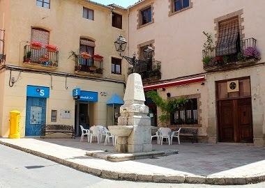Plaça de la Font i restaurant El Casino.