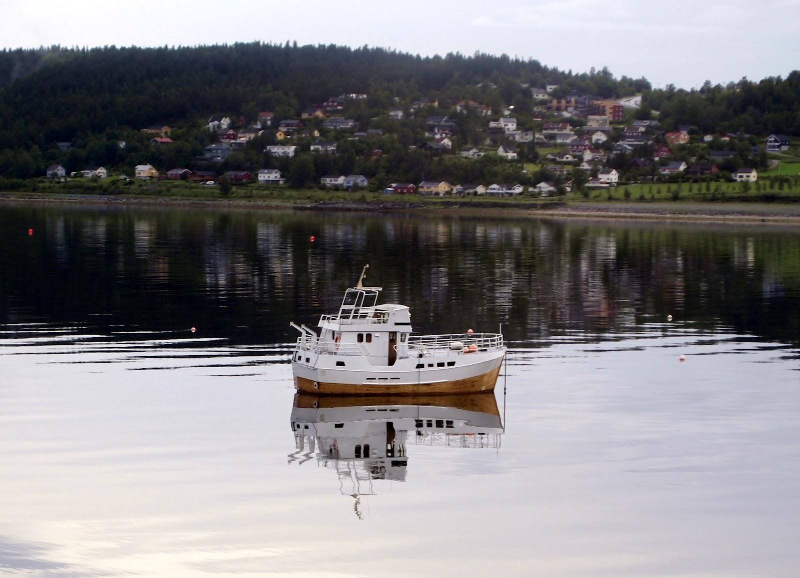The adventures of cilgin kiz crossing the artic circle for Circle fishing boat