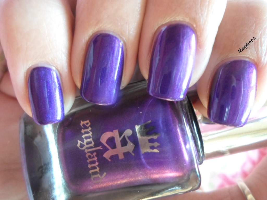 Megdiora nail art