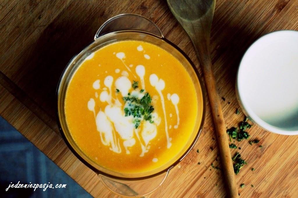 Zupa krem z dyni z mleczkiem kokosowym i imbirem