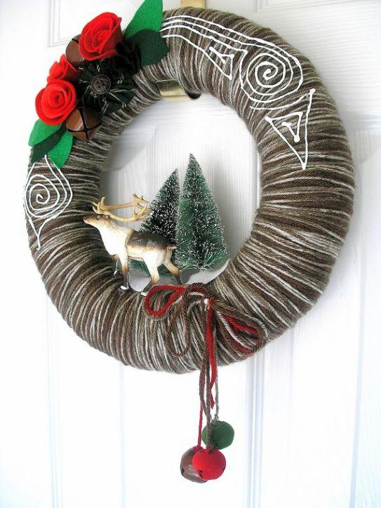 Learning fun splendide ghirlande di natale in lana - Ghirlande per porte natalizie ...