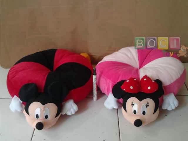Bantal Mickey dan Minnie Mouse