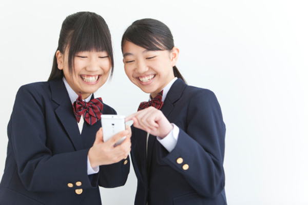 Gadis SMA di Jepang Habiskan Minimal 7 Jam Sehari Bersama Ponsel