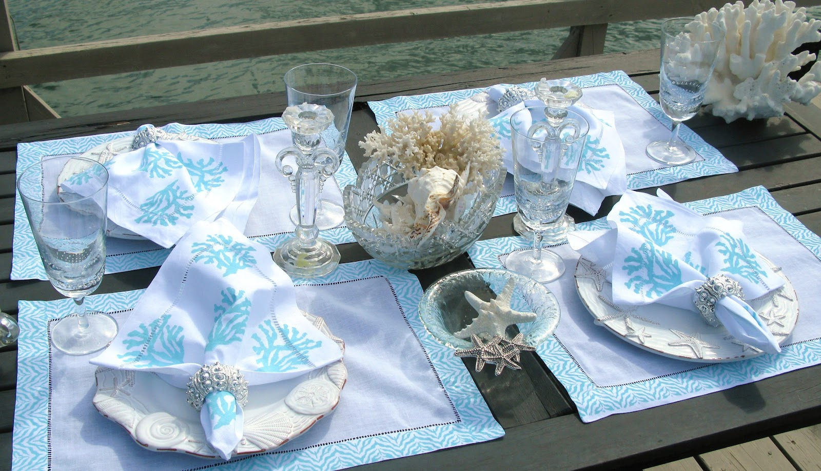 Everything coastal beside the sea tablescapes for Tavole apparecchiate moderne