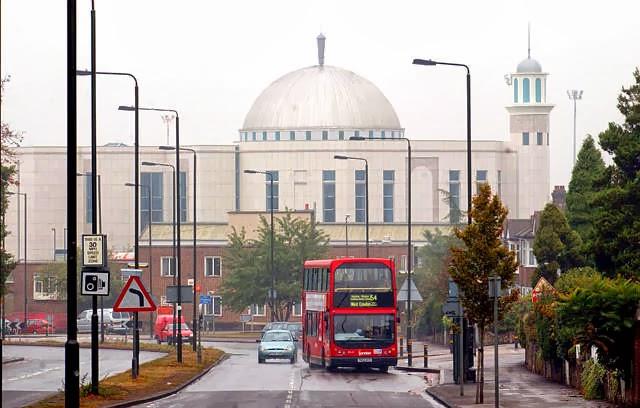 Suara Tembakan Terdengar di Luar Masjid London Saat Tarawih