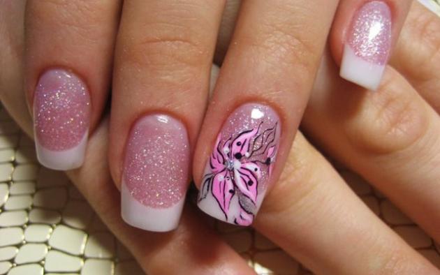 Los colores que podemos encontrar en este modelo de uñas acrílicas decoradas son variados y muy llamativos. Son para aquellas que se atreven a un look más
