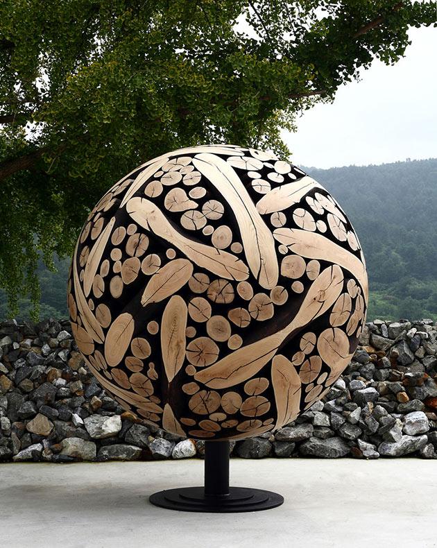 Artista coreano transforma troncos y ramas de arbol desechados en arte