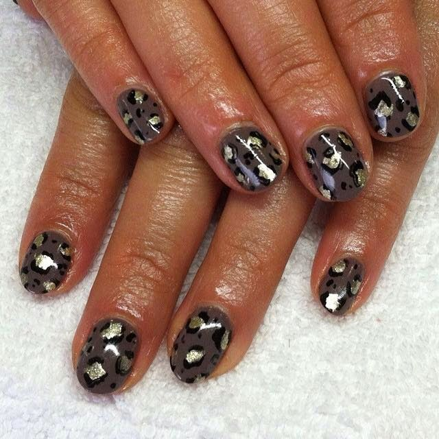 Grey manicure silver glitter Leopard print