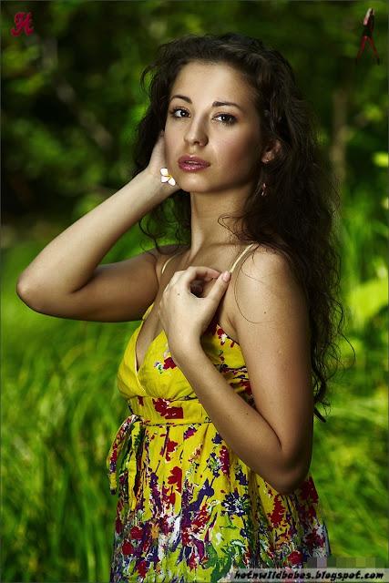 Classy n Beautiful Model pose nude for the blog indianudesi.com
