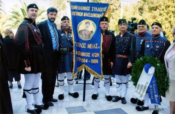 Με τους Μακεδονομάχους κατά την κατάθεση στεφάνου από τον Πρόεδρο της Νομαρχιακής κ.Μάκη Στεργίου