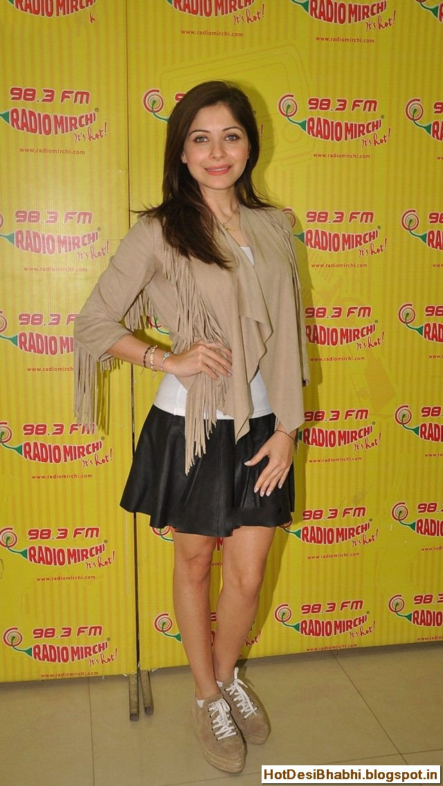 Kanika Kapoor Hot Pics