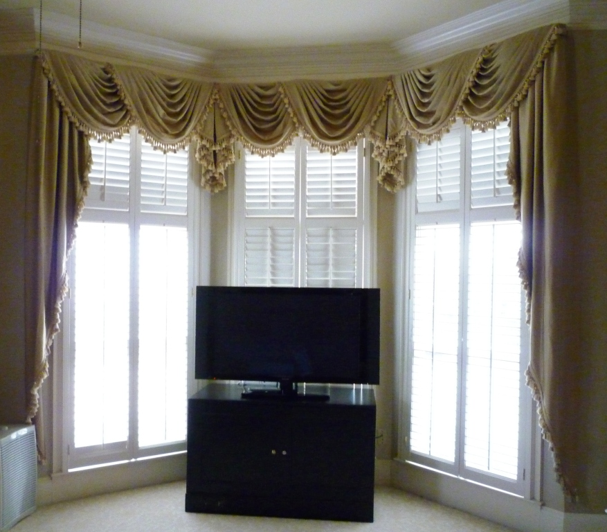 Youngblood interiors a bay window master bedroom makeover for Bedroom bay window treatments