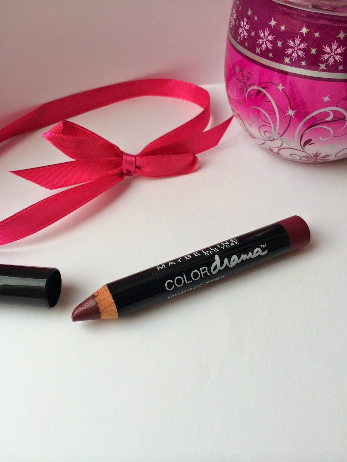 maybelline-color-drama-intense-velvet-lip-pencil-Berry-Much-review