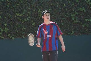 Magnus Carlsen joue au tennis