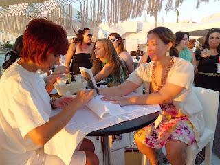 Fiesta Birchbox y ELLE en Puro Beach Mallorca manicura