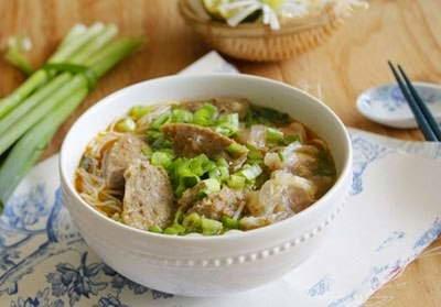Vietnamese Noodle Recipes - Bún Bò Viên Và Gân Bò