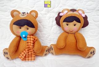 baby e menina disfarçados de leão em feltro